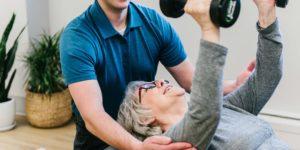 Edmonton physiotherapist treats senior patient at meadowlark physiotherapy clinic